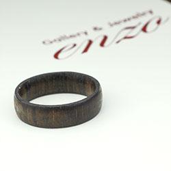 나무로 제작된 반지