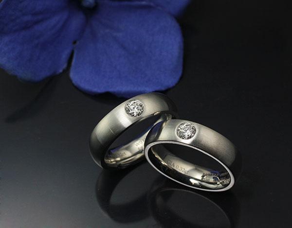 다이아몬드가 셋팅된 백금커플반지