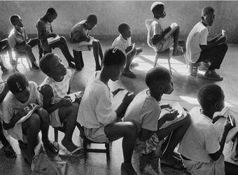 아프리카 앉은사람